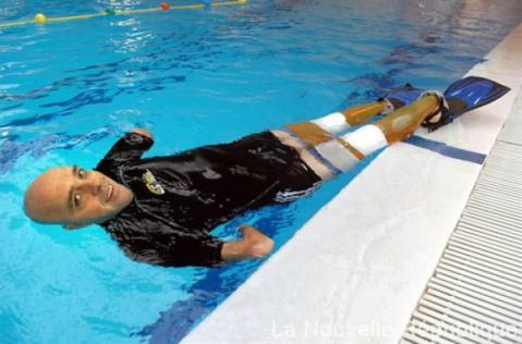 Philippe Croizon, el nadador discapacitado al que amputaron las piernas y los brazos  -Foto: Twittter: @charlie_dice
