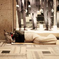 Una persona sin hogar(©LaPresse)
