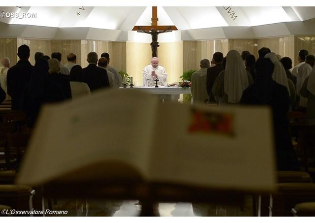 El Papa Francisco celebra la misa en la Capilla de la Casa de Santa Marta - OSS_ROM