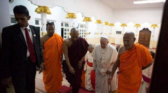 Visita del Papa Francisco a templo budista en Sri Lanka. Foto: popefrancissrilanka.com