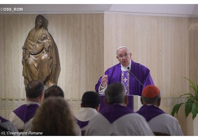 El Papa Francisco celebra la Misa matutina en la Capilla de la Casa de Santa Marta - OSS_ROM