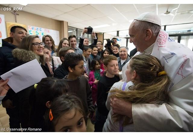 El Papa visita la Parroquia romana Santa María Madre del Redentor en el barrio Tor Bella Monaca. - OSS_ROM