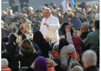 """Catequesis del Papa Francisco: """"El Año Santo de la Misericordia ha comenzado en toda la Iglesia y se celebra en cada diócesis, como un signo visible del amor misericordioso del Padre y de la comunión universal"""". - ANSA"""